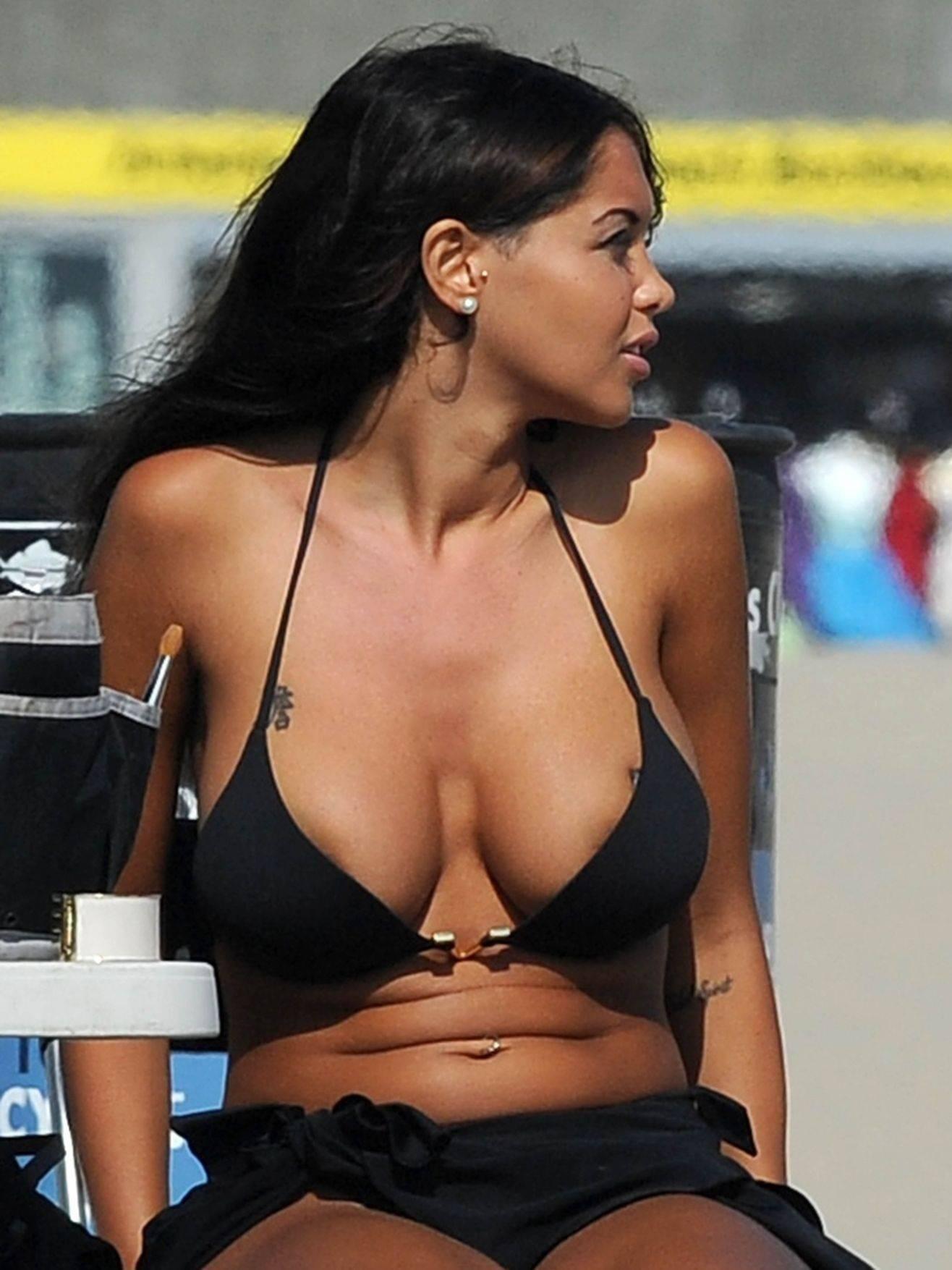 Nabilla Benattia Bikini 4
