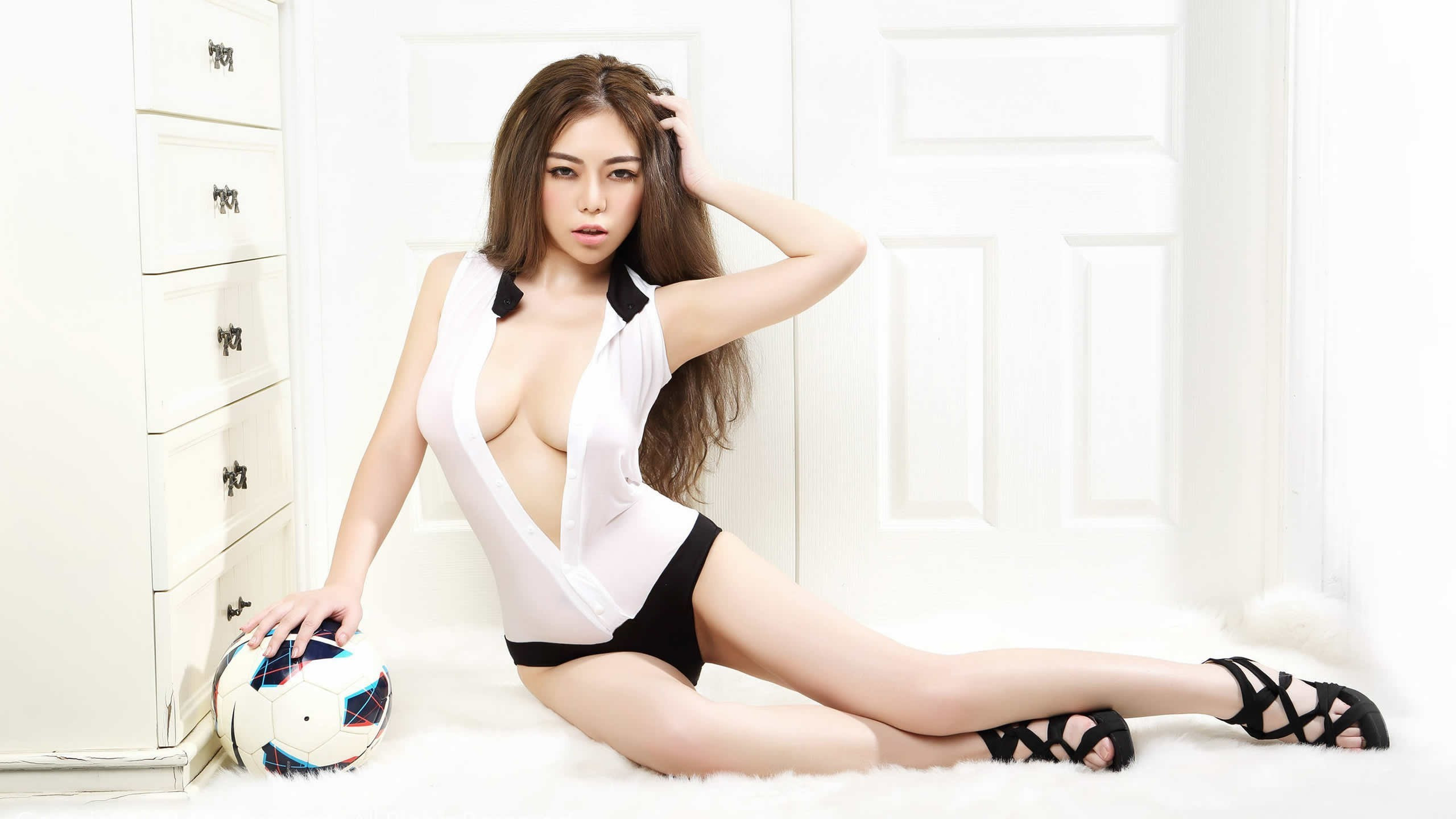 sexy big boobs asian model high heels 2560x1440