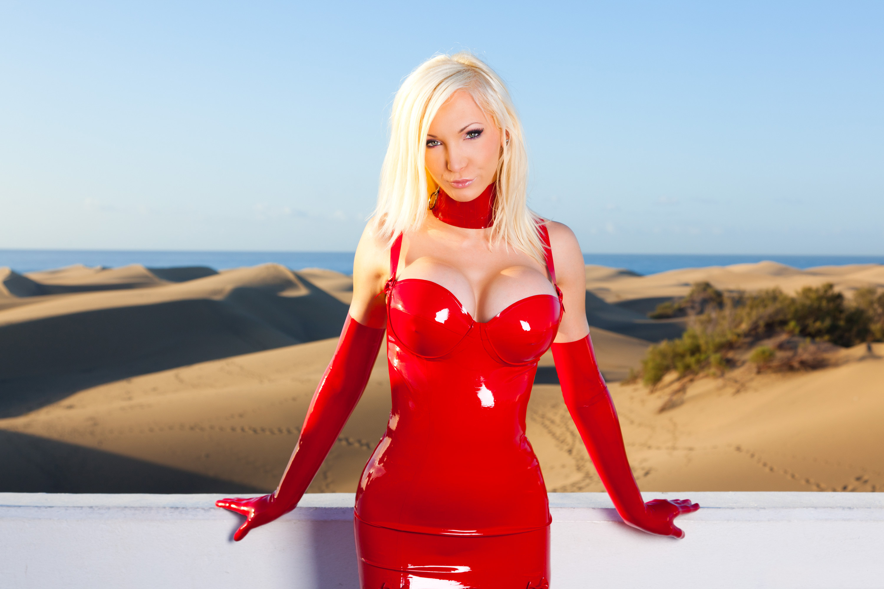 susan wayland sexy blonde red latex dress wallpaper 3000x2000