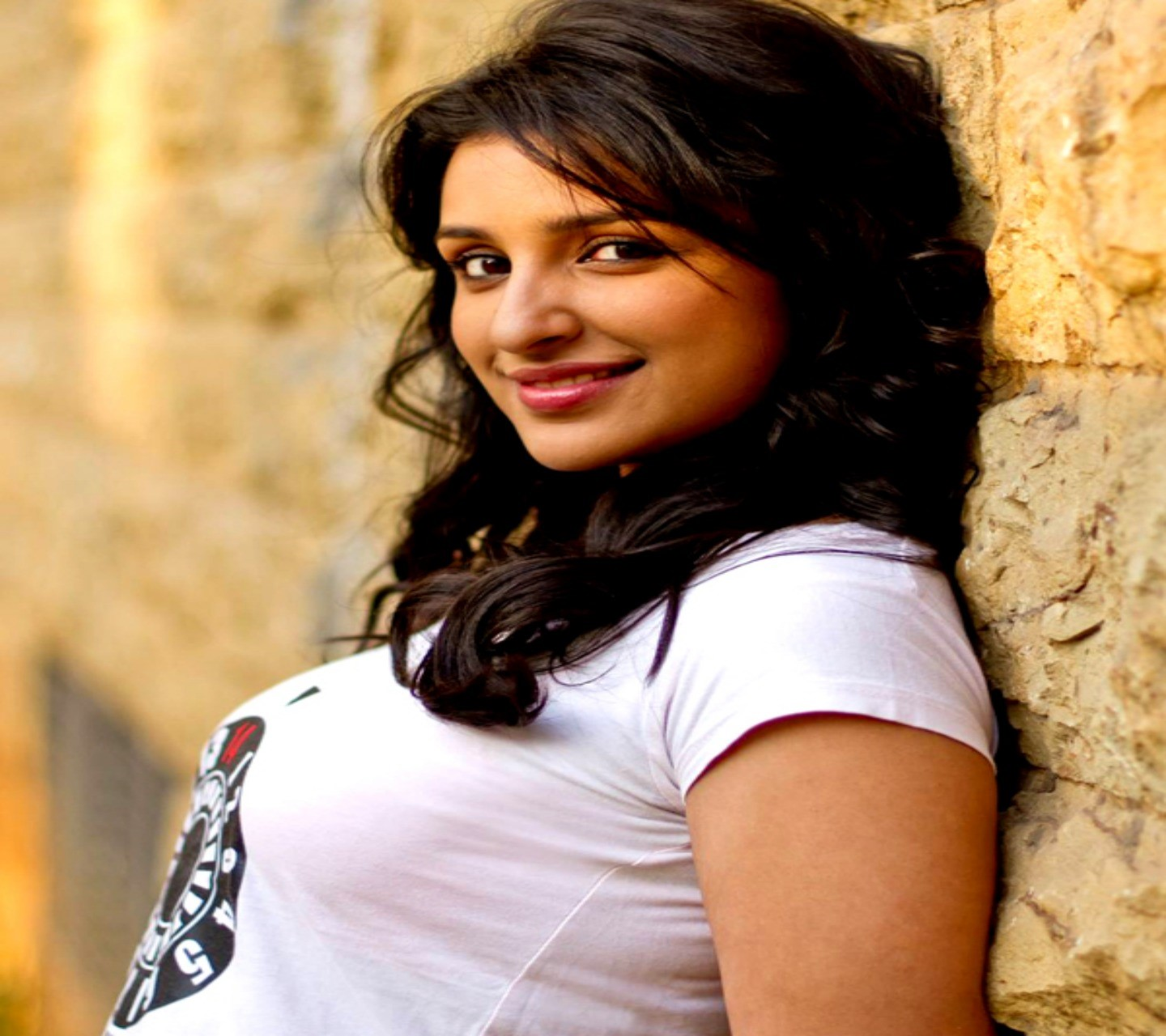 Parineeti Chopra Hd wallpaper 8857249