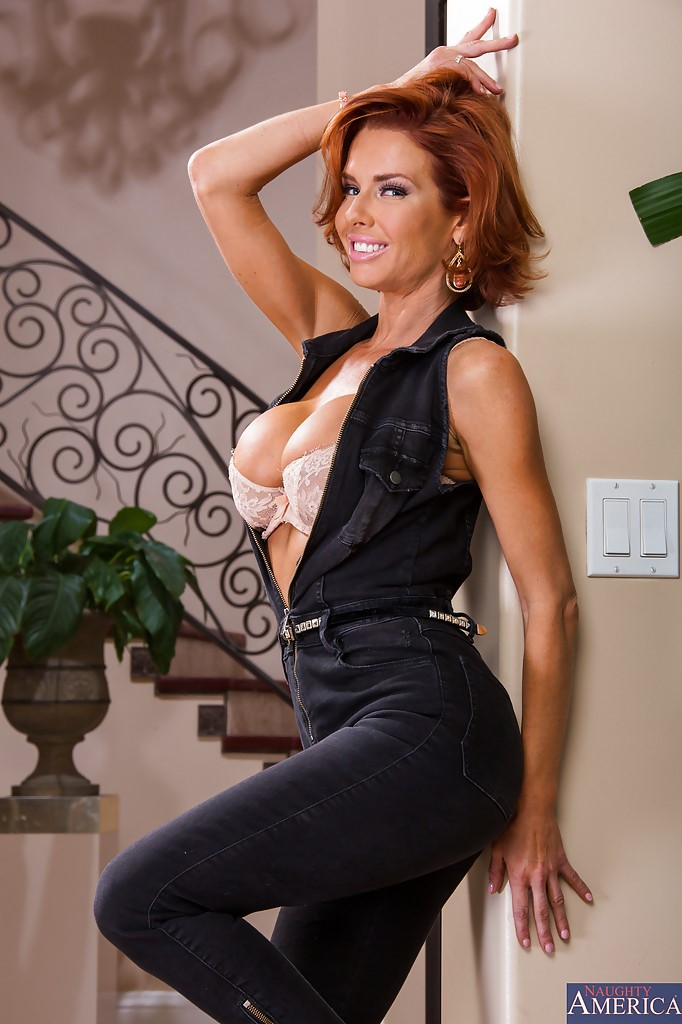 Veronica Avluv Photos