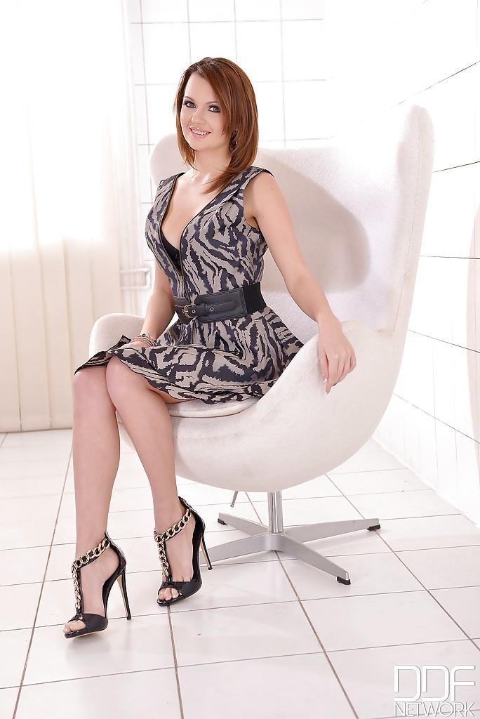Emily Thorne 10