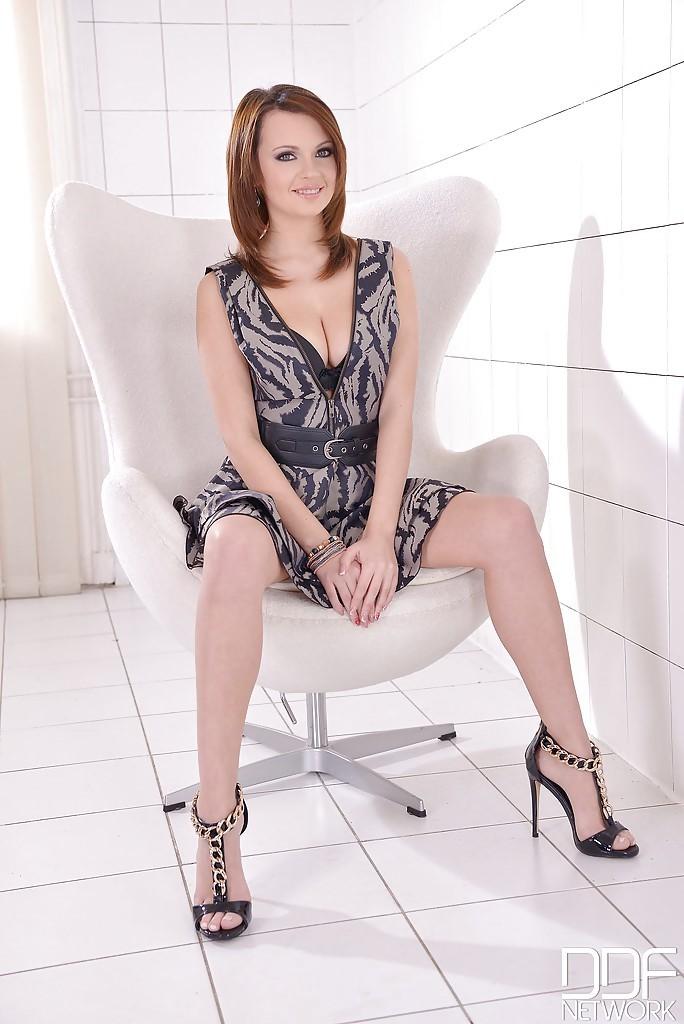 Emily Thorne 11