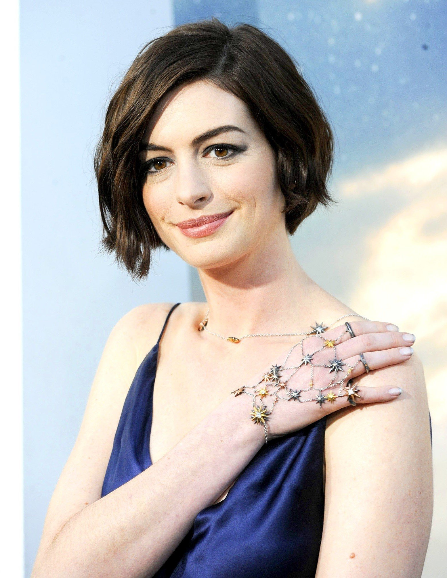 Anne Hathaway Mobile Wallpapers