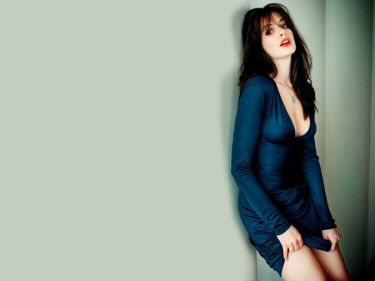 Anne Hathaway Wallpapers for PC