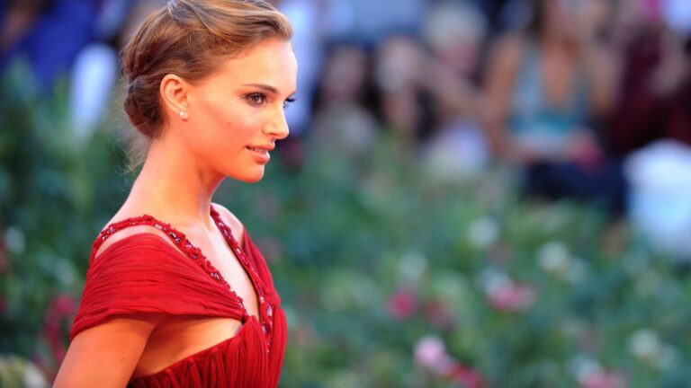 Natalie Portman Red Dress