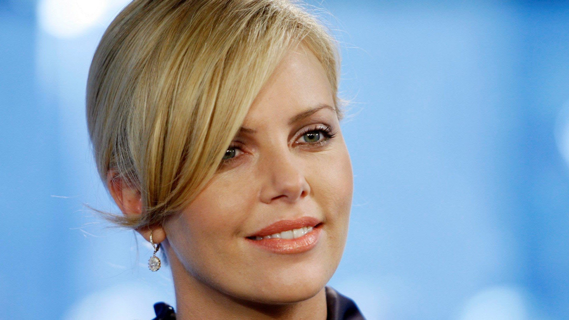 Charlize Theron Wallpapers 2