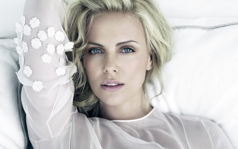 Charlize Theron Wallpapers 3