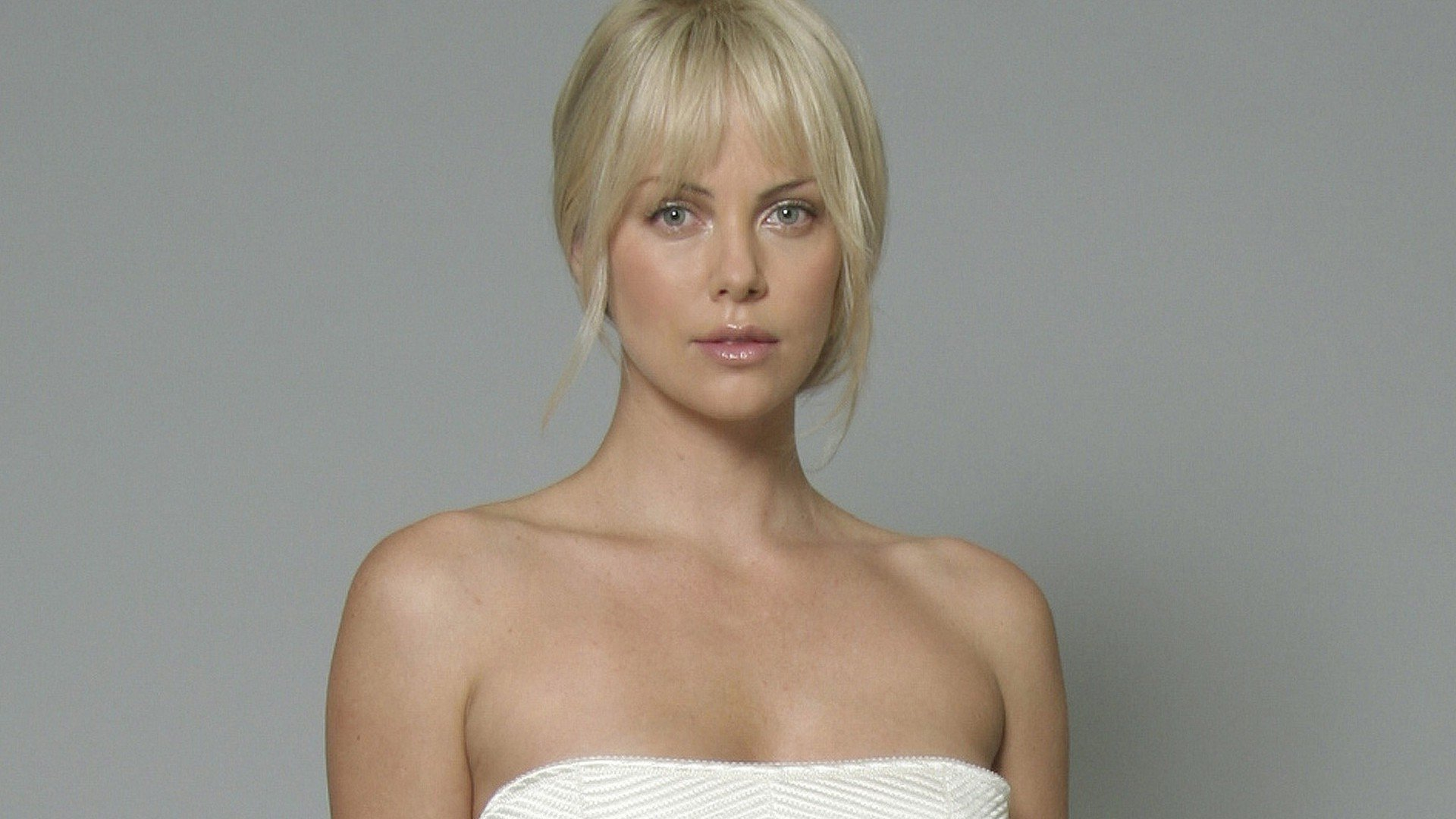 Charlize Theron Wallpapers for Windows
