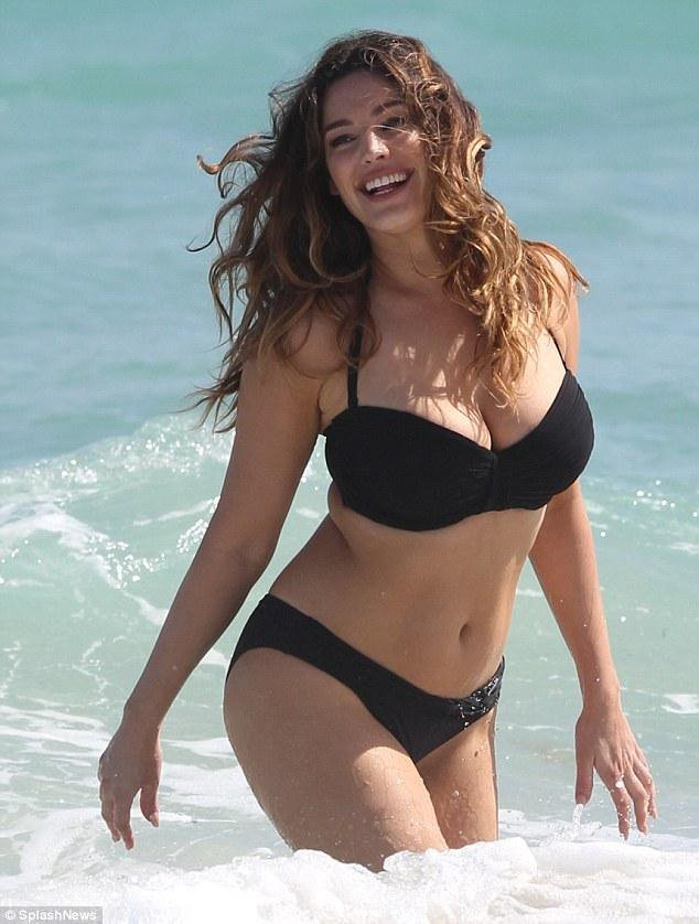 Kelly Brook Bikini 3