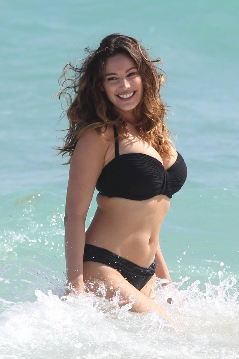 Kelly Brook Black Bikini Photos