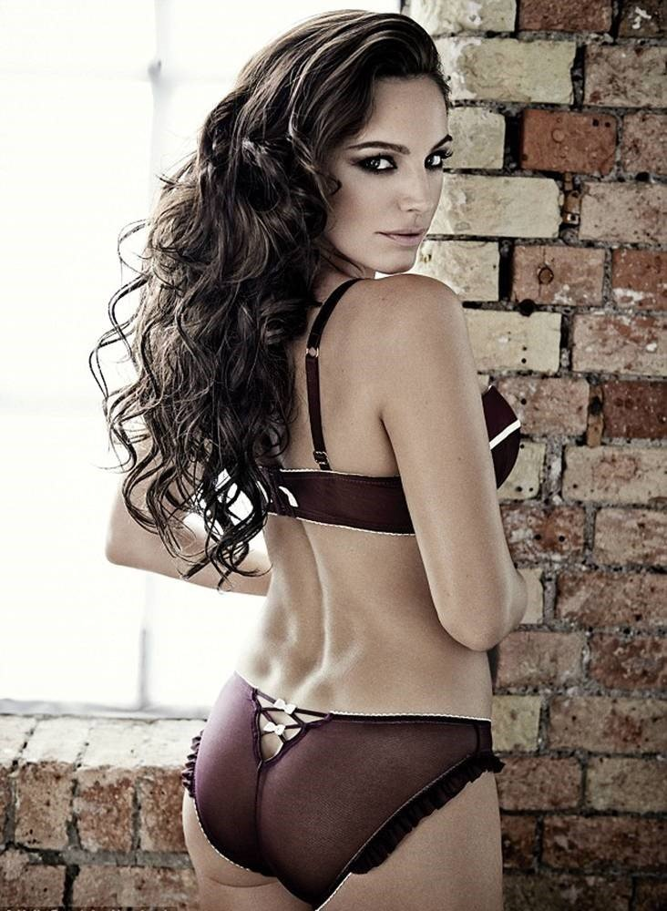 Kelly Brook Hot Lingerie Photos