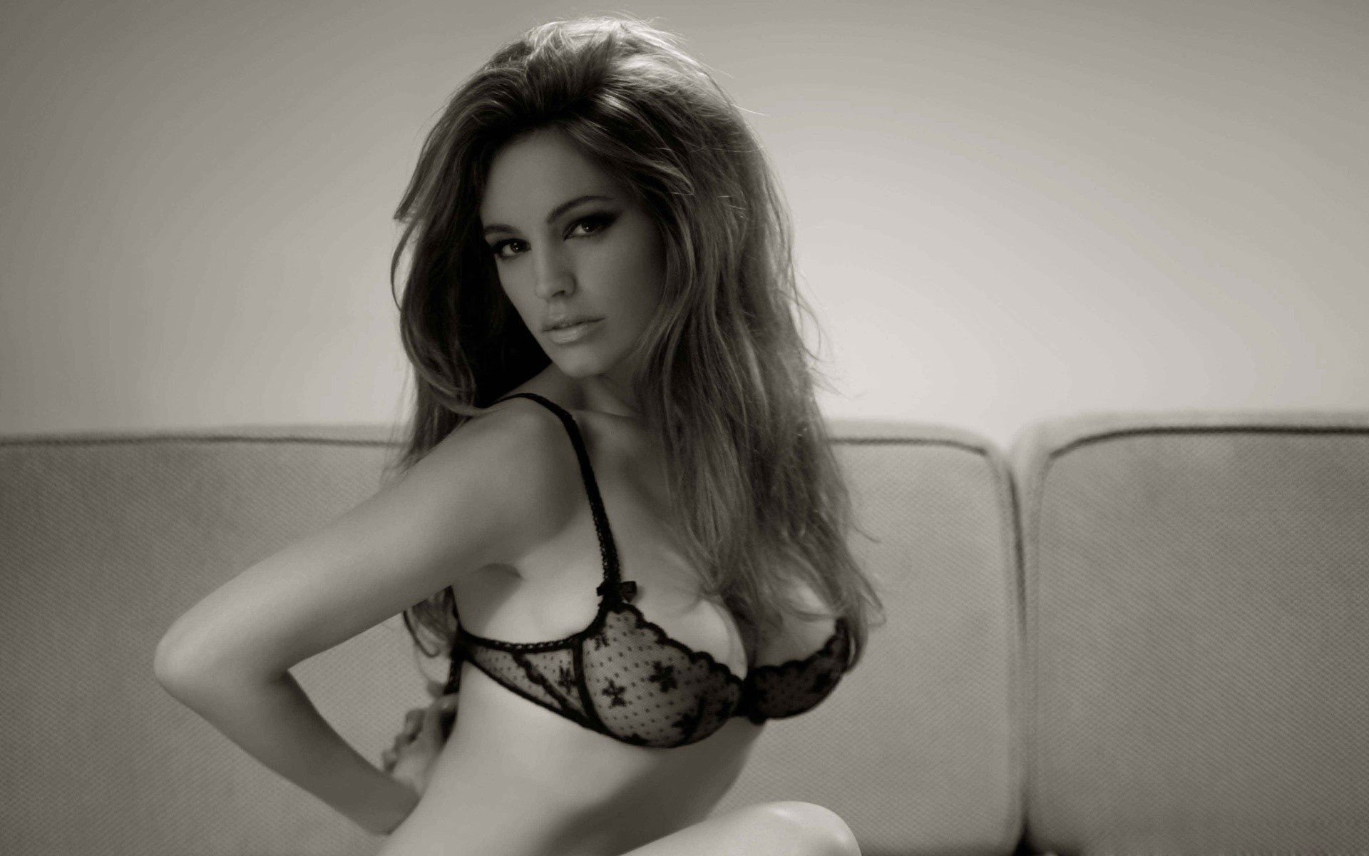 Kelly Brook Hot Lingerie Wallpapers
