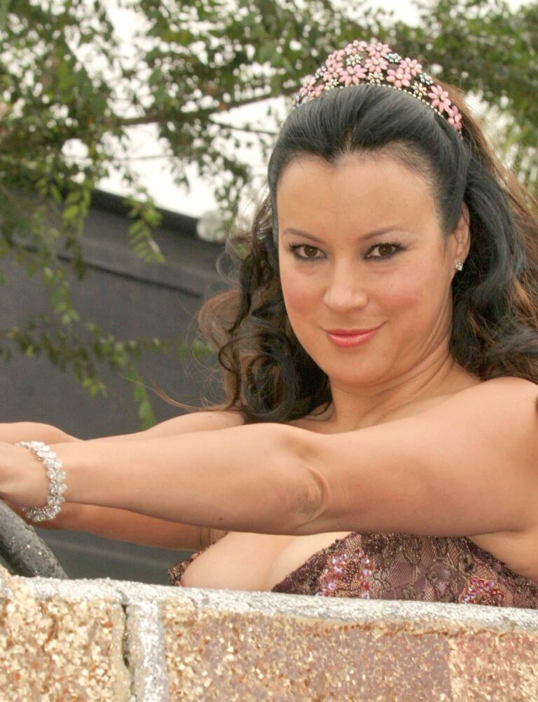 Jennifer Tilly 27