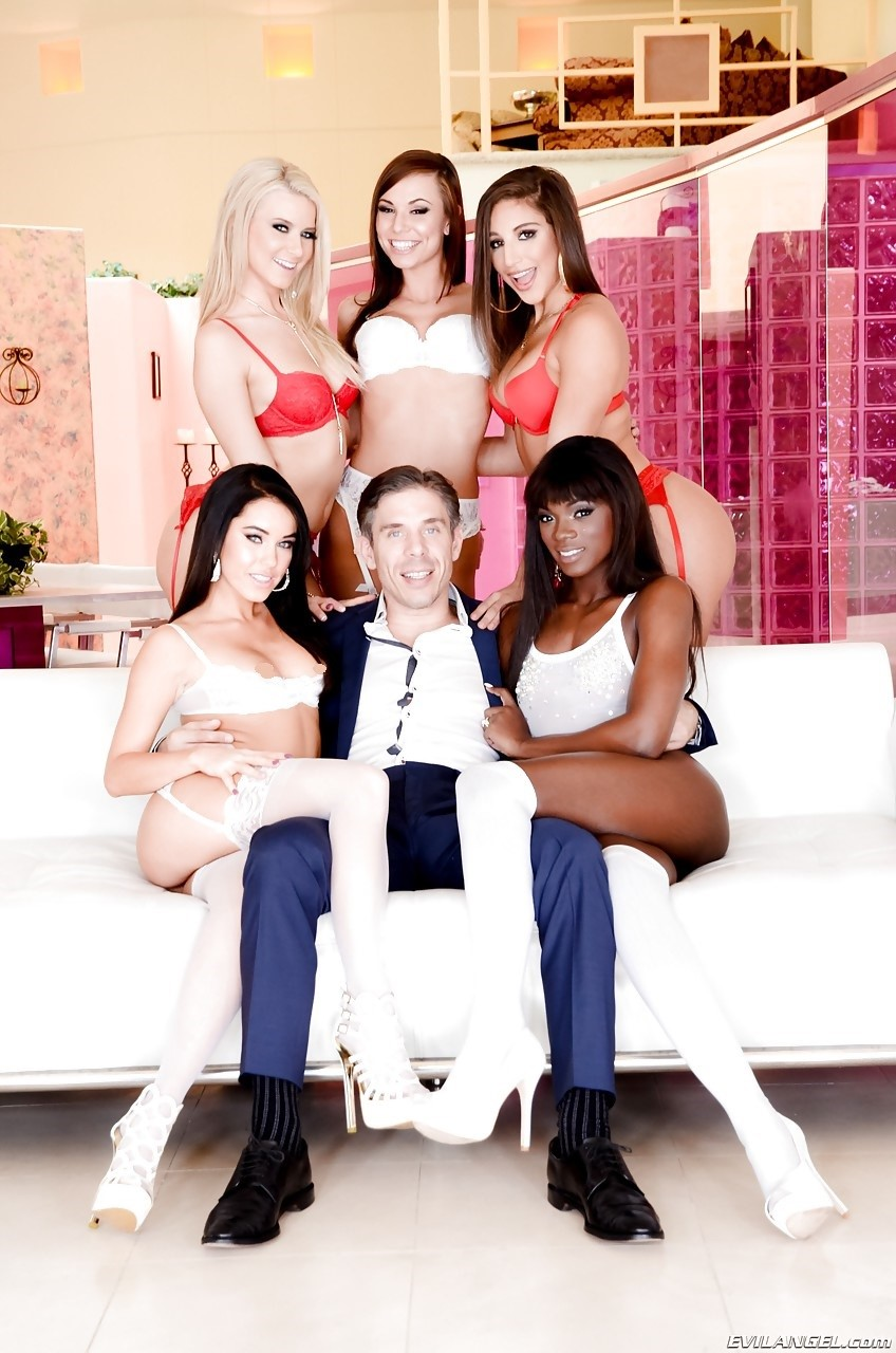 Anikka Albrite, Abella Danger, Ana Foxxx, Aidra Fox and Megan Rain 2
