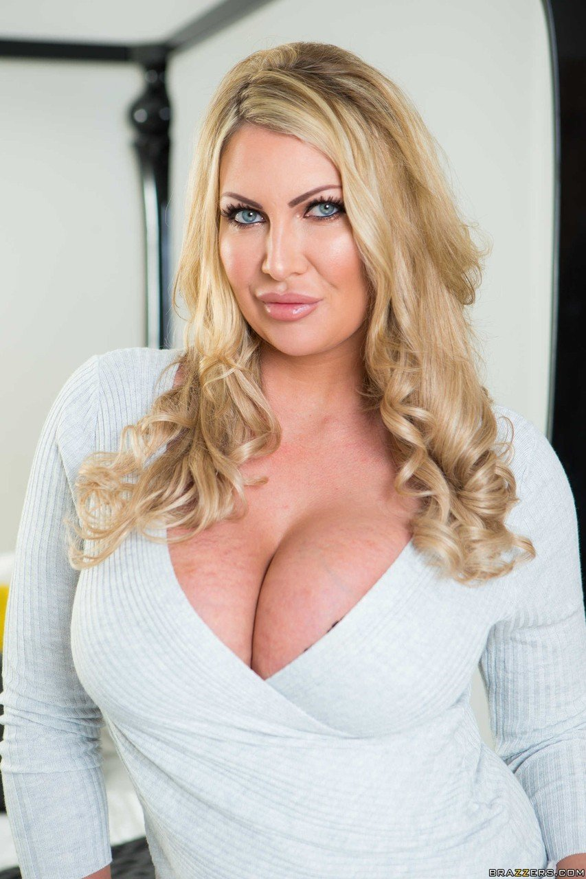 Leigh Darby Nude Photos Wallpics