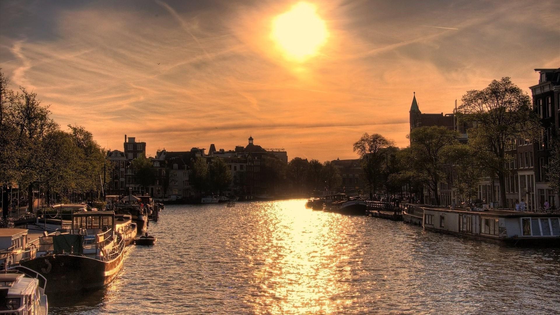 Amsterdam Desktop
