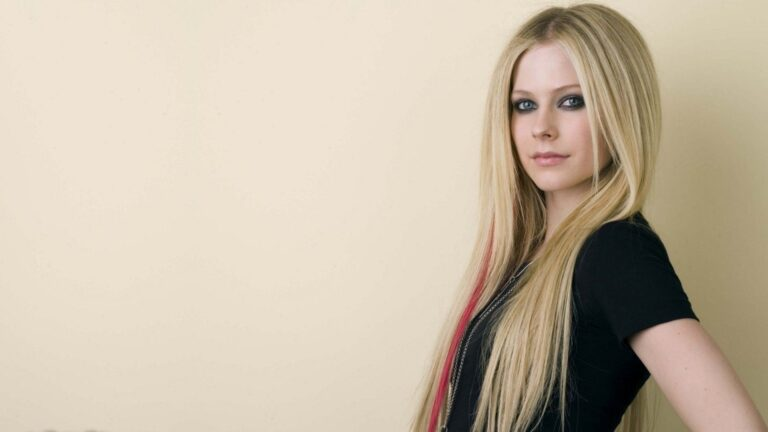 Avril Lavigne Wallpapers for PC
