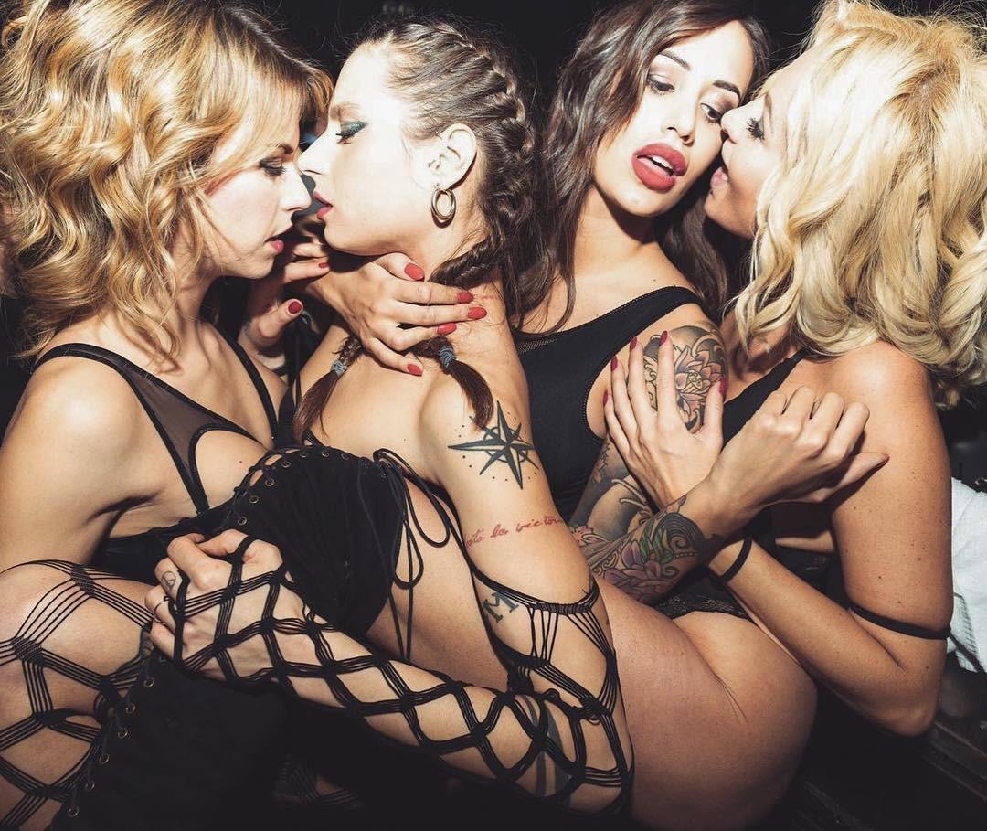Maira Reginato and her Girlfriends
