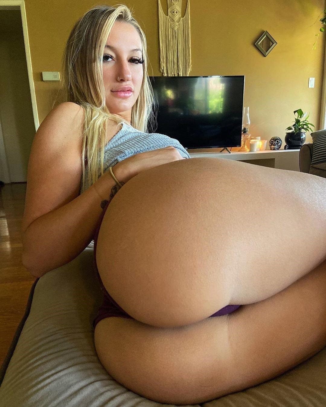 Emily Knight Hot