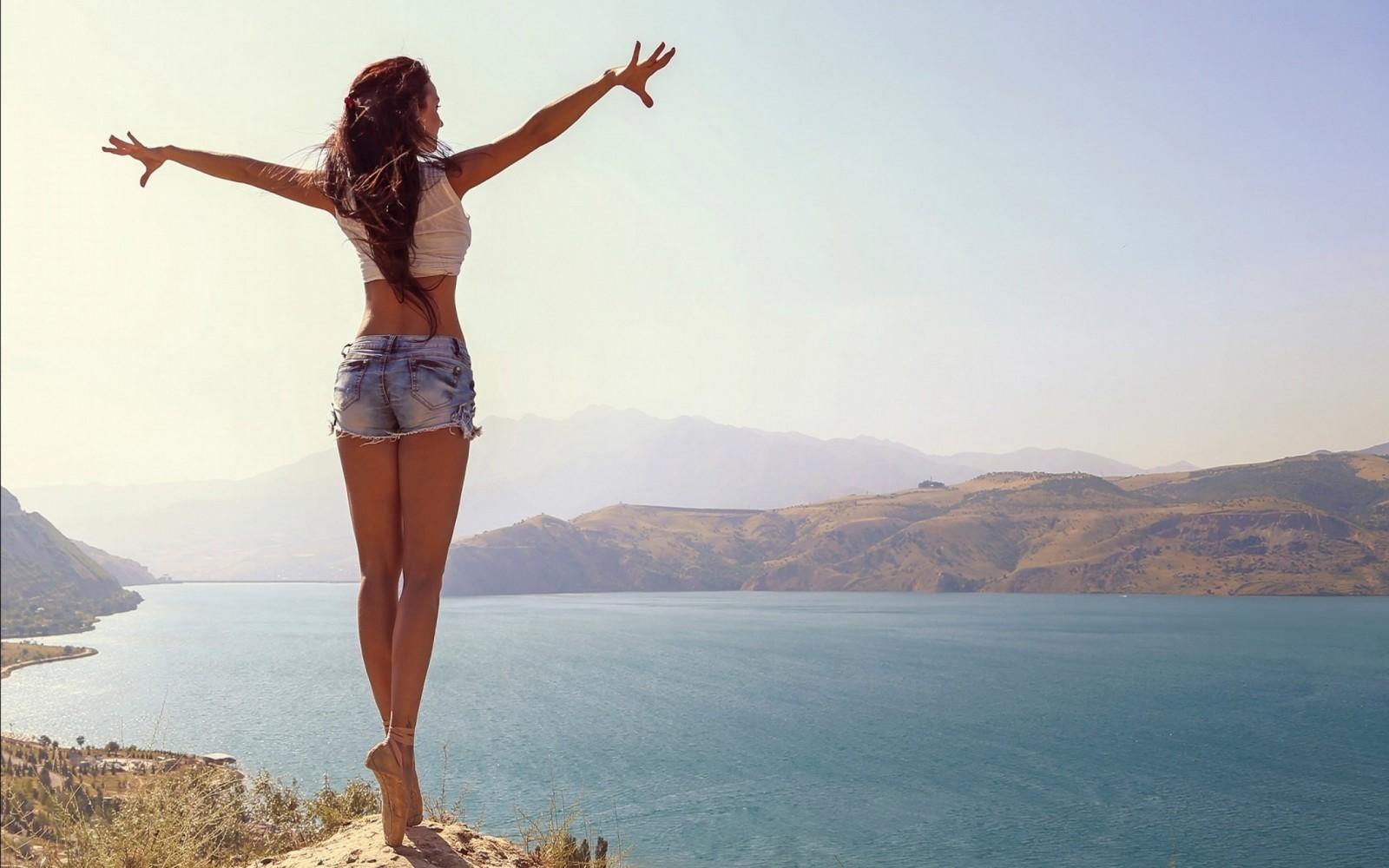 Beautiful Jean Shorts Girl Wallpapers
