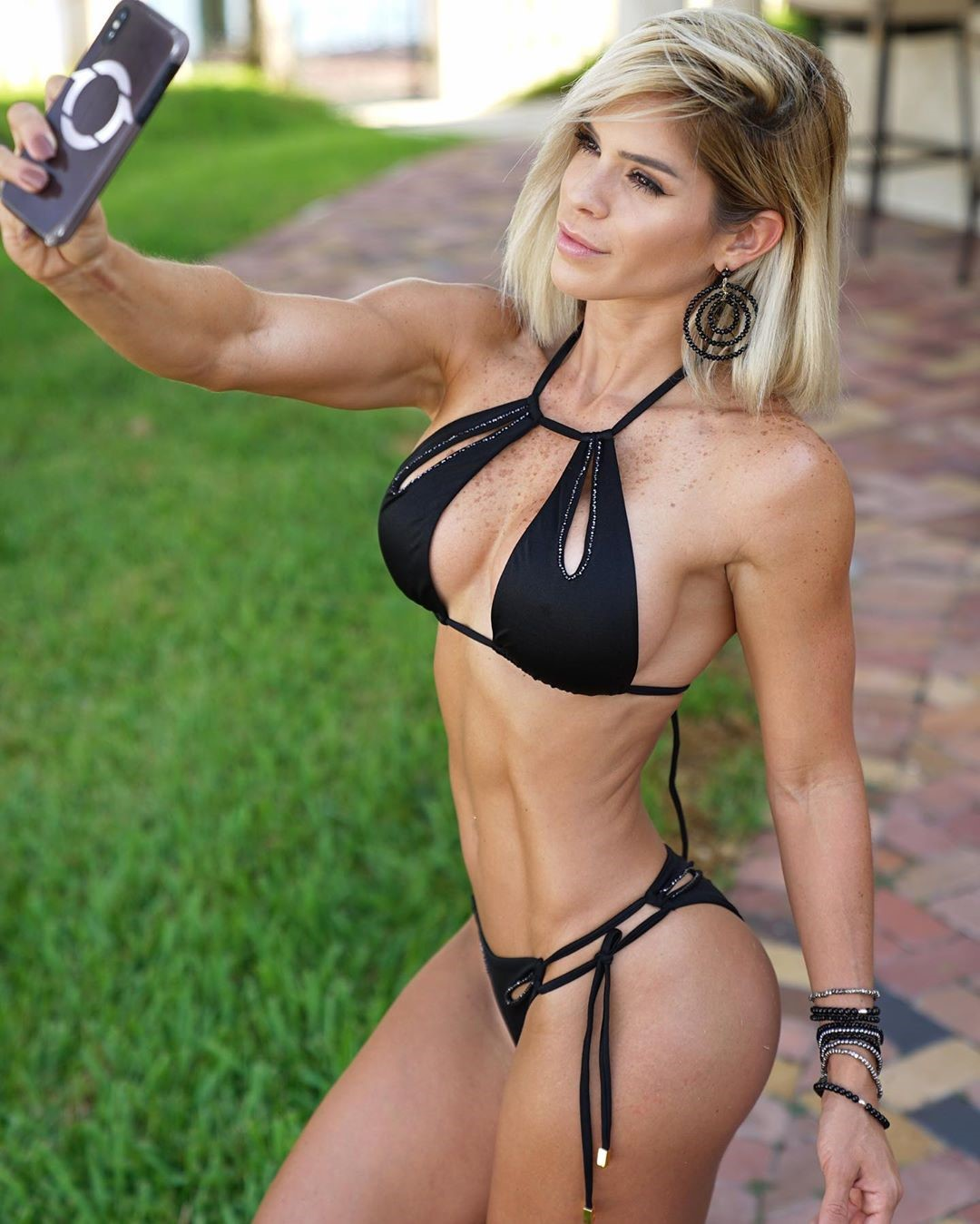 Michelle Lewin 8