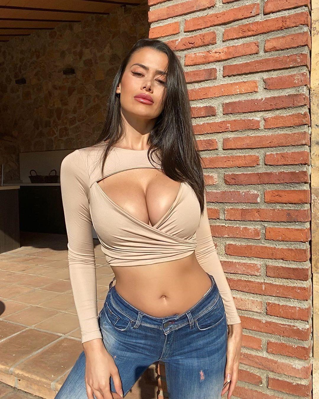 Eva Padlock 27