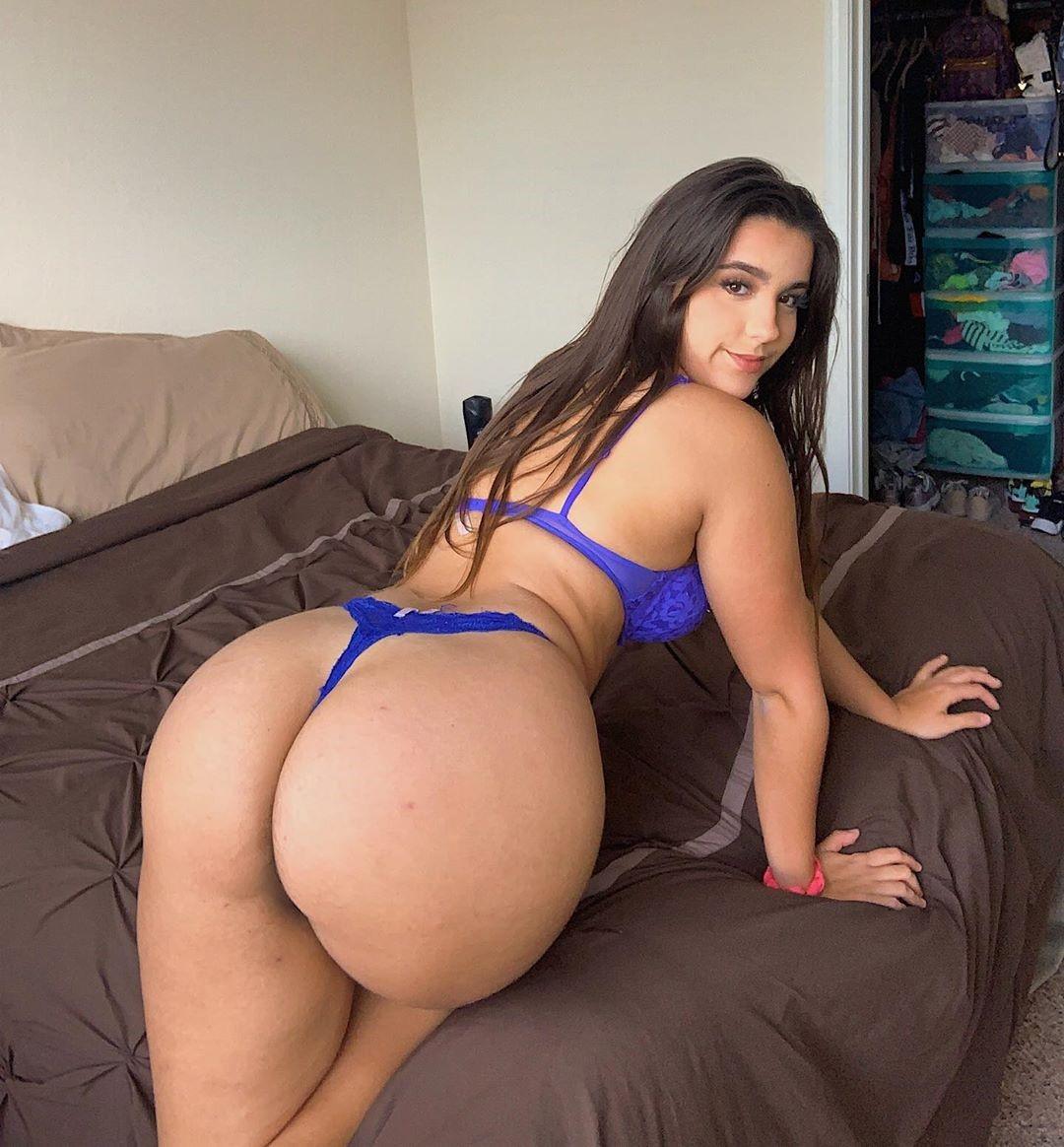 Theodora Moutinho Hot Photos
