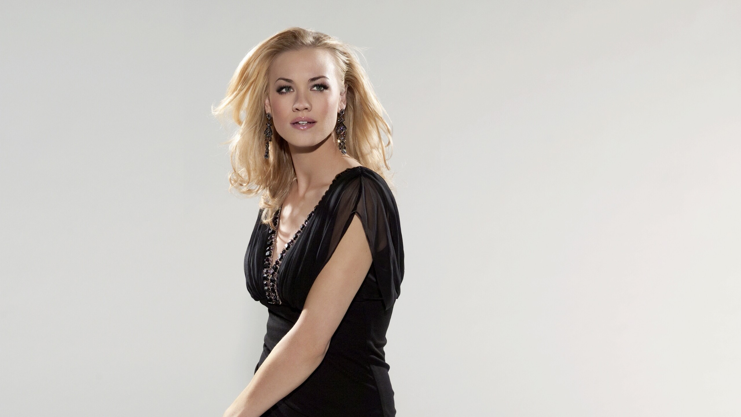 Yvonne Strahovski HD