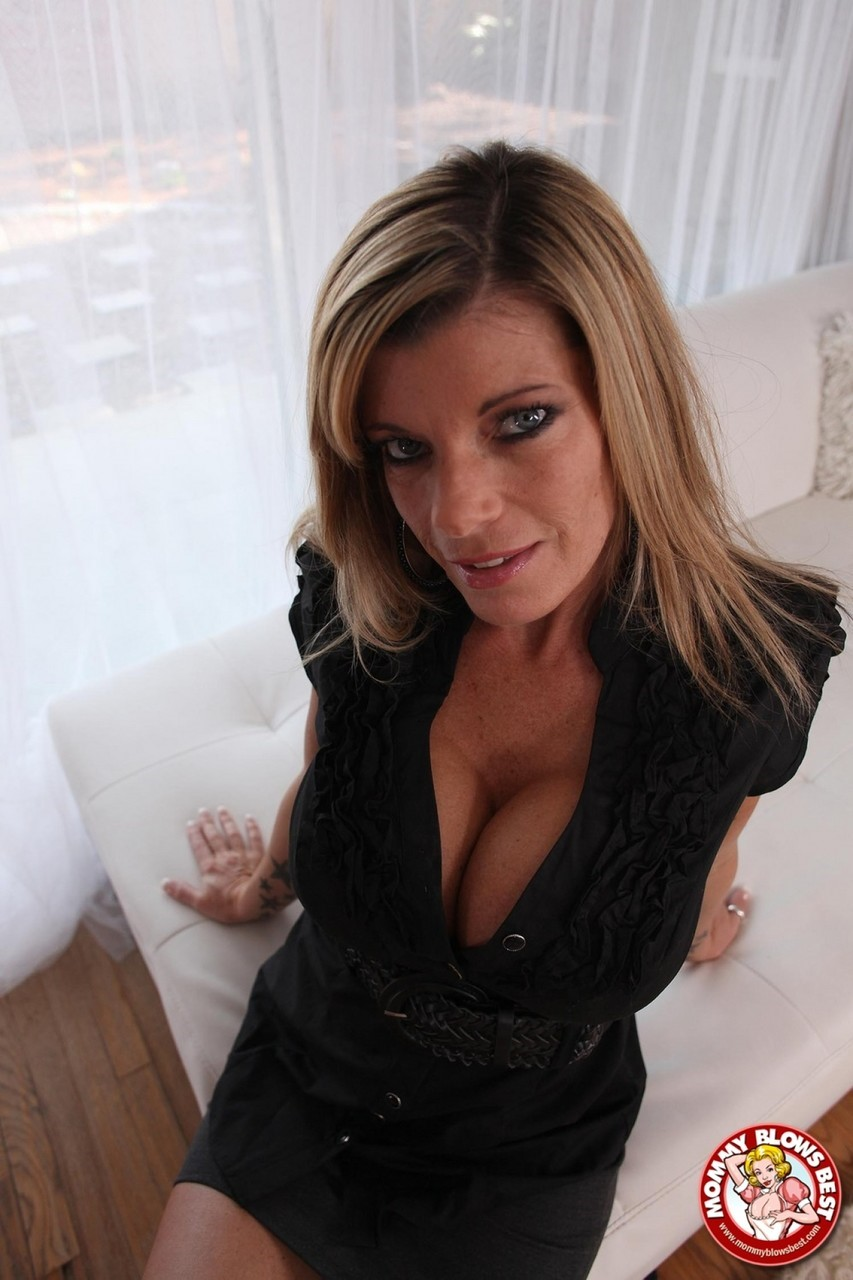 Kristal Summers Android Wallpapers