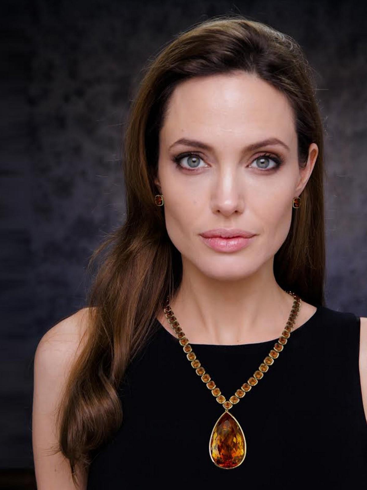 Angelina Jolie Background Wallpapers
