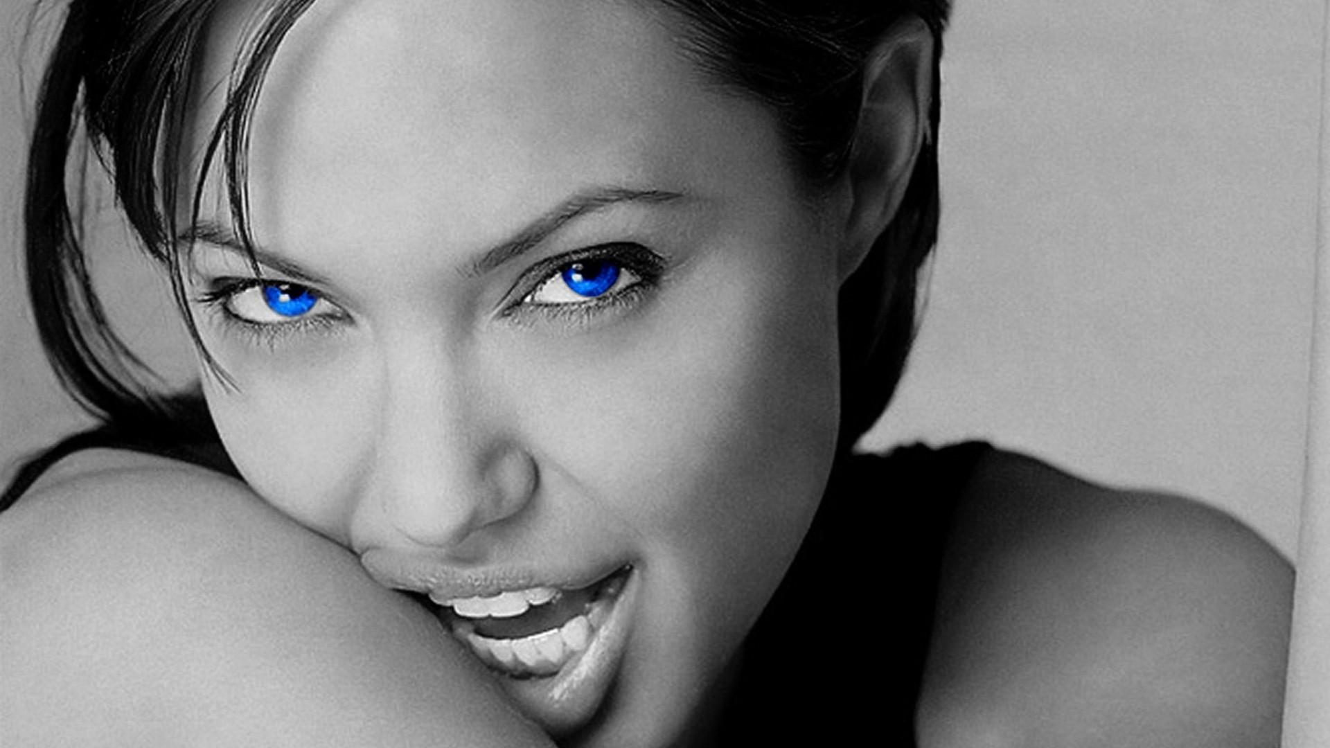 Angelina Jolie Laptop Wallpapers