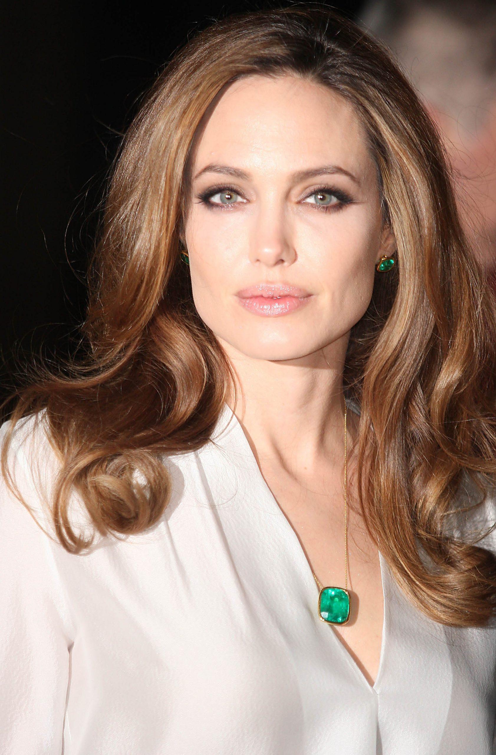 Angelina Jolie Mobile Wallpapers