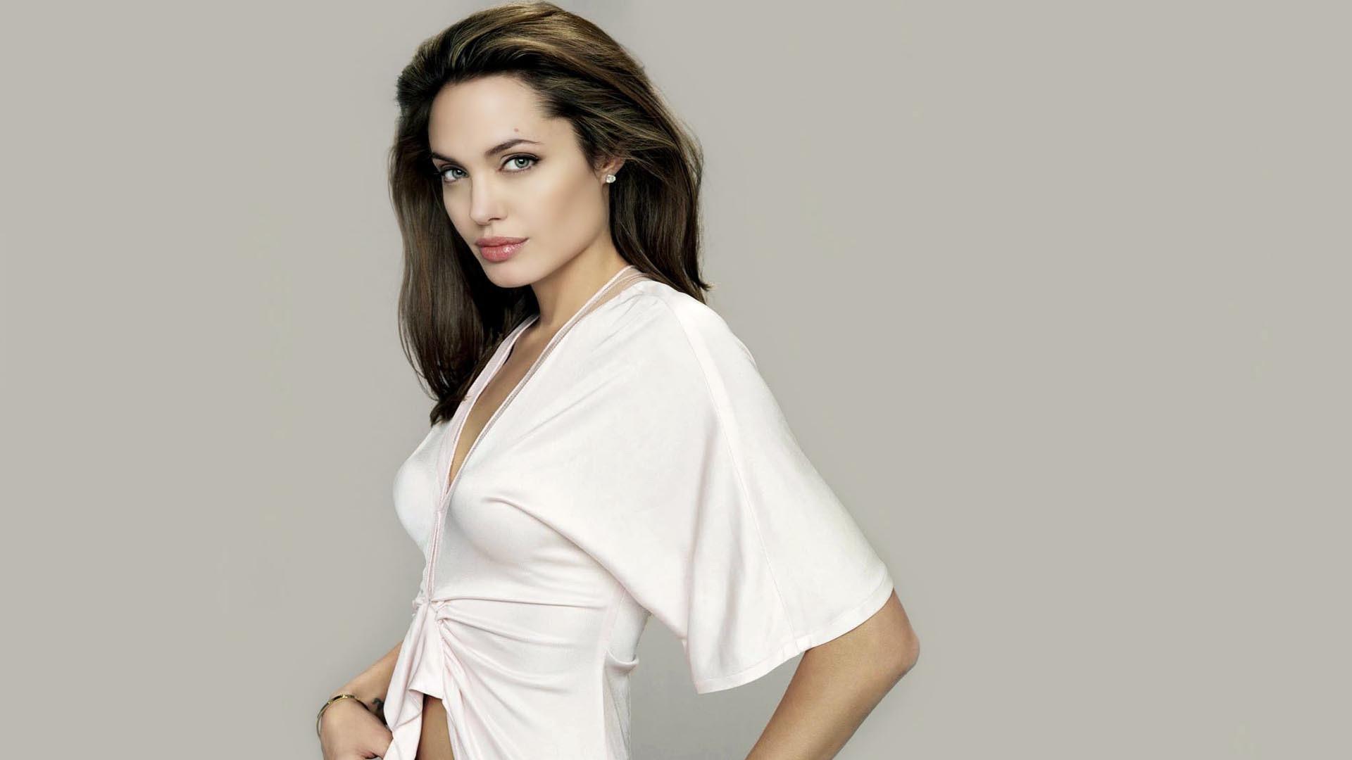 Angelina Jolie Wallpapers 2