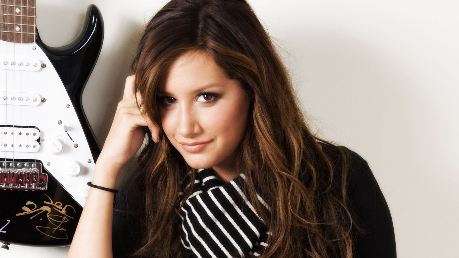 Ashley Tisdale Windows Wallpapers