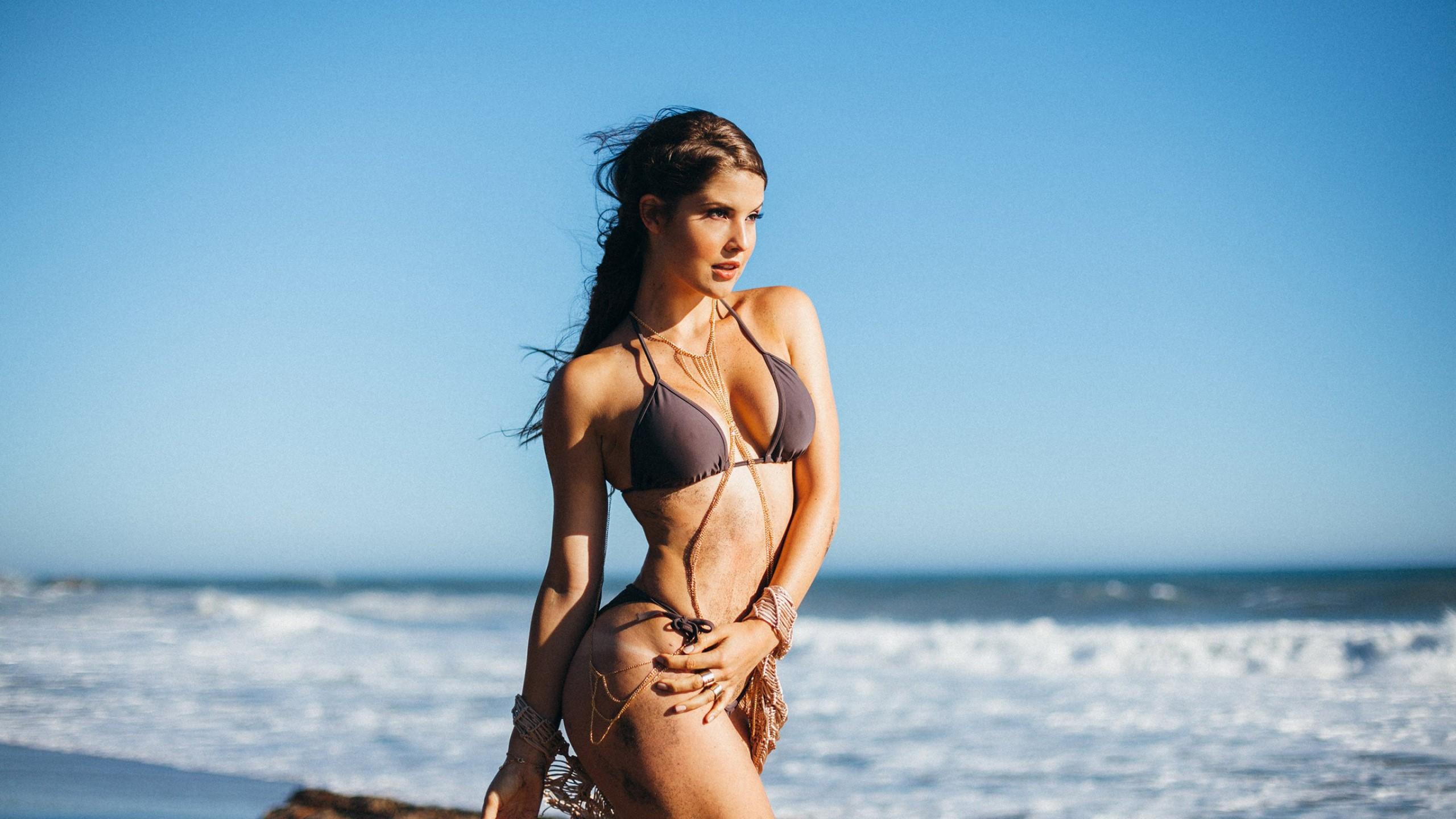 Amanda Cerny 25