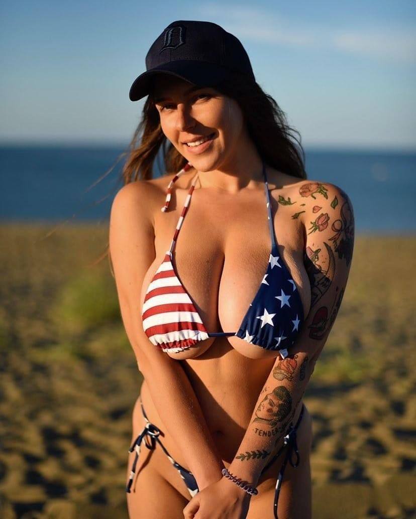 Anna Kochanius Bikini Photos