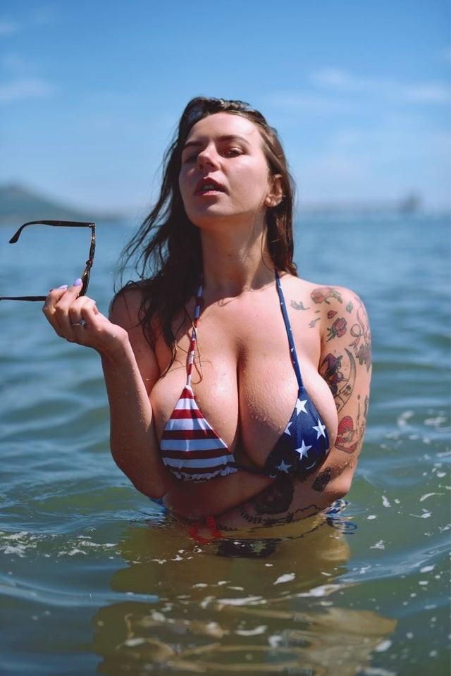 Anna Kochanius Bikini