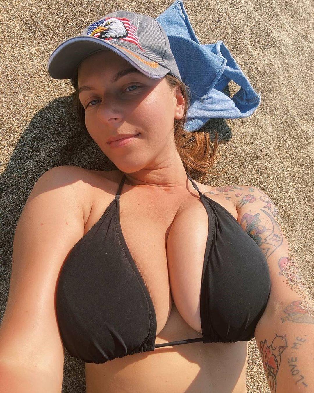Anna Kochanius Black Bikini